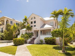 28 night minimum stay requirement 4 Bed 3.5  Bath house on water in Key Haven