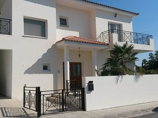 Large Family 3 Bedroom Detached House with wifi, Oroklini