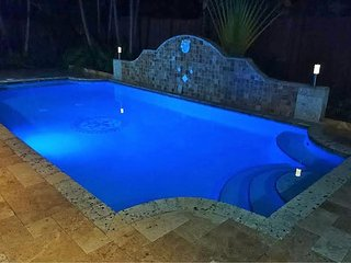 *New Built 2016Villa*!4 Bedroom!Private Heated Pool!Fenced!Close to Beach!WiFi!
