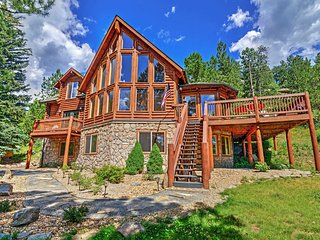 'Pine Spirits Ranch' Spectacular Family Friendly 4BR Evergreen Log Cabin w/Wifi, Stone Fireplace, Large Deck & Amazing Views - Secluded Yet Close to Skiing, Hiking, Fine Dining & Shopping!