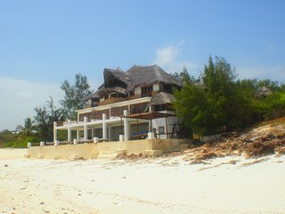 The Beach House at low tide. The Beachside Terrace has direct access to Mayungu Beach