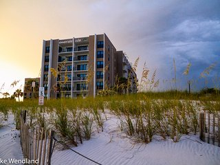 Totally Remodeled, Gorgeous 3BR Gulf View Condo, Fort Walton Beach