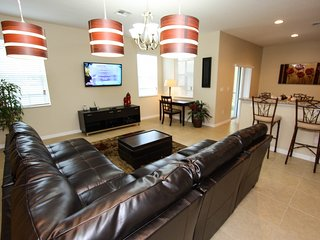 Stretch Out in This Large 5 Bed 4.5 Bath Townhome!, Kissimmee