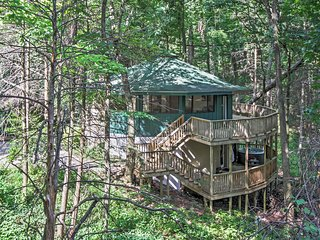 NEW! Unique 3BR Gatlinburg Cabin w/ 2 Decks!