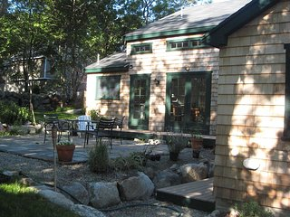 3 Bdrm Cottage in Downtown Rockport Close to Train
