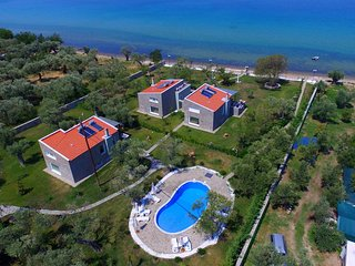 Villa Arhondula (The villa on the shoreline), Skala Prinou