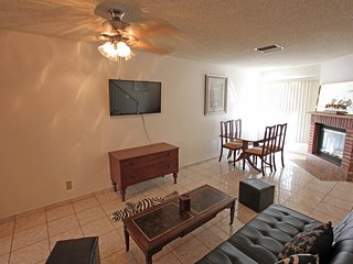2BR/2.5BA Comfortable and Affordable Cozy New Town