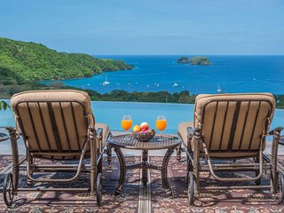Luxury Ocean View 5 Bd w/ Bkft Incl, Playa Hermosa