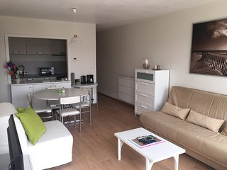 Studio refait à neuf à 150m de la plage (+parking), Koksijde Bad