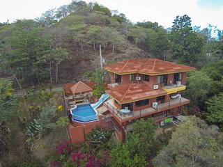 Casa Mirador - Pool w/ Water Slide & Swim up Bar, Manuel Antonio National Park