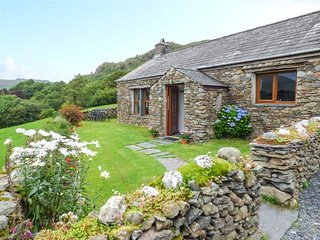 CROSS YEAT detached, working farm, views, woodburning stove, garden in Broughton
