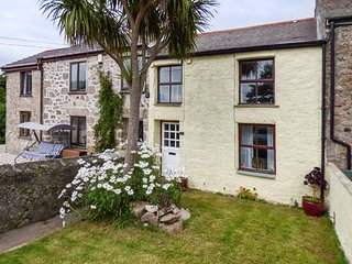 THE NEST character terraced cottage, pet-friendly, close to amenities, Redruth Ref 940260