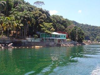 Casa junto ao mar completa para uso, Itacurussa
