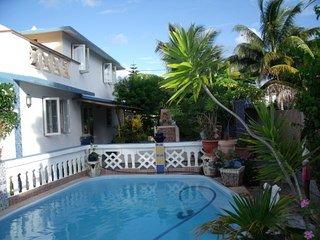 Grande villa& ses 3tours avec piscine privée face à la mer