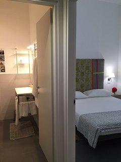 prima camera da letto con bagno
