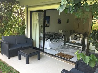 Continuous space to relax inside, on the patio or in your own garden.