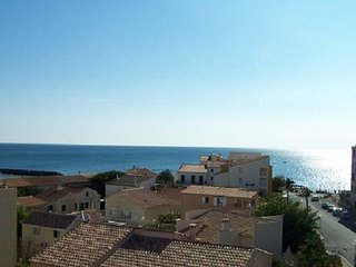 Studio vue mer imprenable proche plages et port