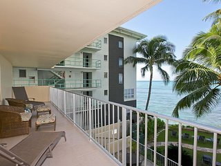Awesome Ocean View/2Bedroom/Full Kitchen/Sleeps 8, Honolulu