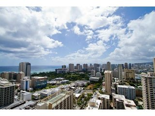 PENTHOUSE SUITE W/ 2 BEDROOM / SLEEPS 8, Honolulu