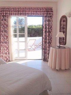 Master bedroom suite - Towards the terrace (1st floor)