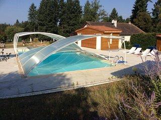 Meuble de tourisme avec piscine et etang de peche
