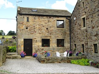 BRUNTHWAITE COTTAGE  Pet friendly Yorkshire Dales