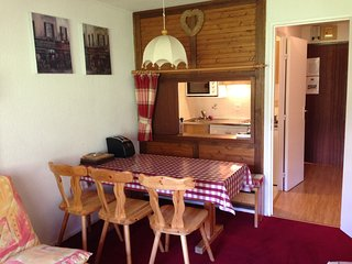 Tignes s/c ski apartment, for 6, on the piste - Saturday changeover day