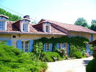 Le Petit Garem Farmhouse, unique with private pool, Brantôme
