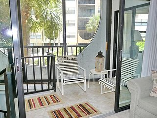 Cabana-style condo in waterfront community w/ short walk to Olde Marco