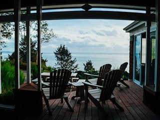 MAISON DE LA LUNE~Spectacular ocean views from Neah-Kah-Nie mountain