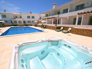 Budens 3 Bed House with large pool & 2km to beach