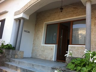 Villa with garden 50m from the beach