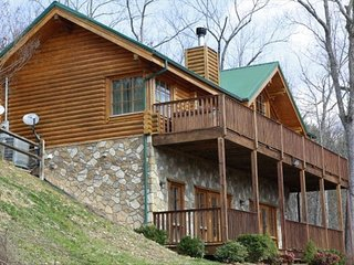 Whispering Pines', Secluded with Amazing Mt. View, Gatlinburg