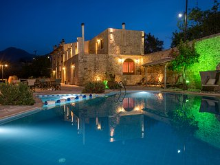 Out of the Ordinary!! Villa Zouridi, Rethymnon