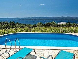 Sea view house for rent near beach, Bol, Brac