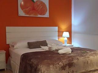 Mandarina es una cómoda Habitación Doble con cama Queen y baño  privado.
