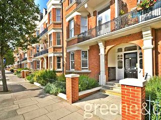 LUXURY 3-Bedroom Flat by PADDINGTON