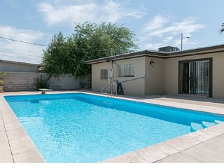 Home with Pool only 2 Miles from Strip, Las Vegas