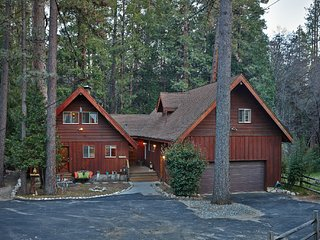 Creekside Lodge Idyllic Masterpeice With Large Deck On Strawberry Creek!