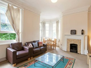 5-BEDROOM Flat next to REGENTS PARK, Londen