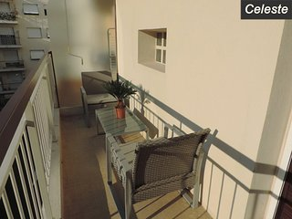 Celeste: Beautiful 1-bedroom flat with terrace very close to Port/Sea/Beaches