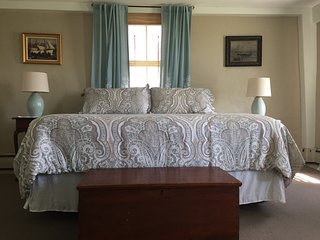 The Friendship Room at Cedar Hill Farm B & B