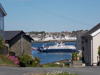 Holiday home in picturesque village!, Strangford