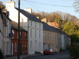 'Castle Street Gem,' Holiday home in picturesque Strangford village!