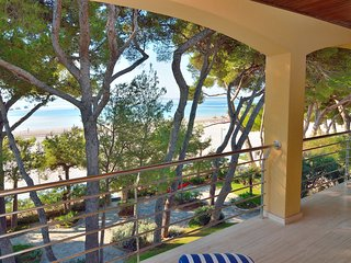 First Line Apartment with Sea View, Port d'Alcudia