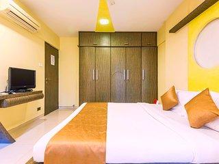 Cozy Room in Three Bedroom Apartment, Bombay