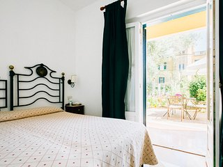 Deluxe double room with patio and sea view