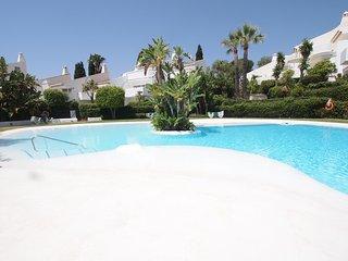Villa en Marbella en urbanización con piscina