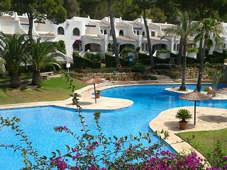 Stylish apartment with pool and mountain views, Denia