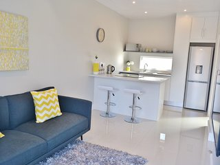 Fully furnished new  modern 1 bedroom apartment, Kaapstad (centrum)